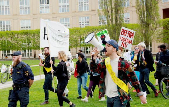 Latinamerikagruppernas aktivister demonstrerar under March Against Monsanto. Foto: Oscar Barajas.