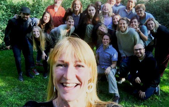 Latinamerikagruppernas styrelse och kansli med Karin Ericsson, programstrateg i förgrunden.
