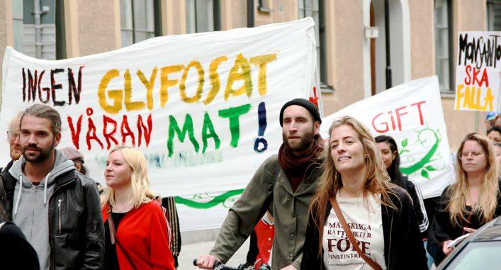 Aktivister demonstrerar för rätten till ett liv utan gift. Foto: Oscar Barajas