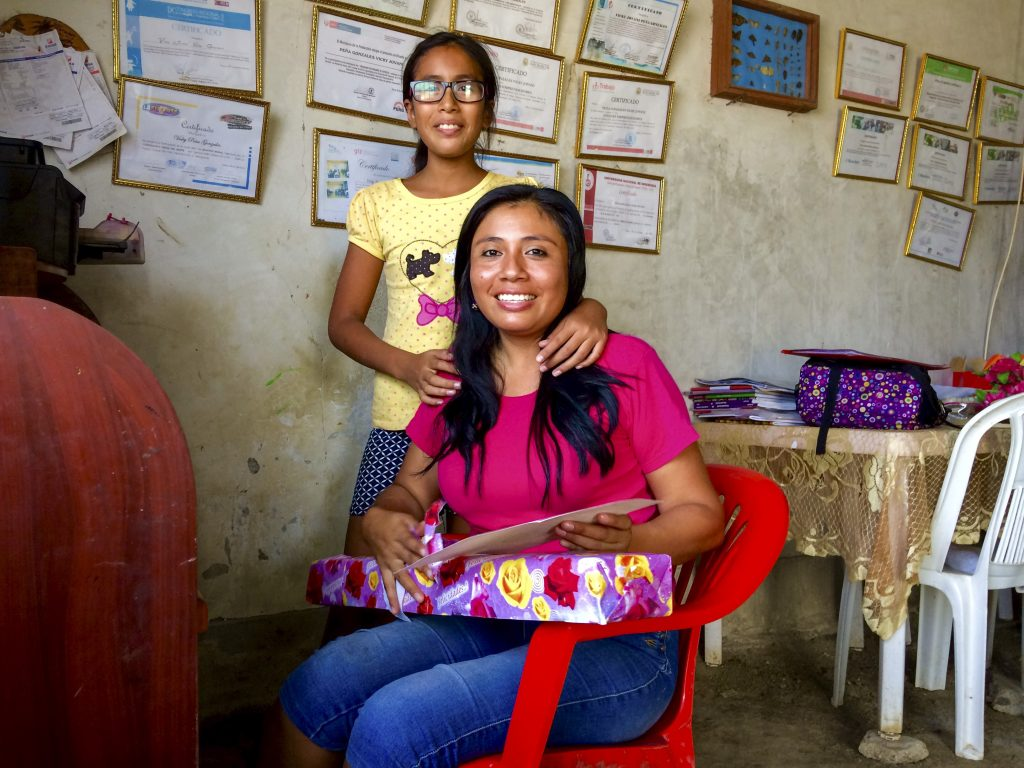 Vicky Jovani Peña Gonzales med dotter Akemy, Peru Foto: Sori Lundqvist