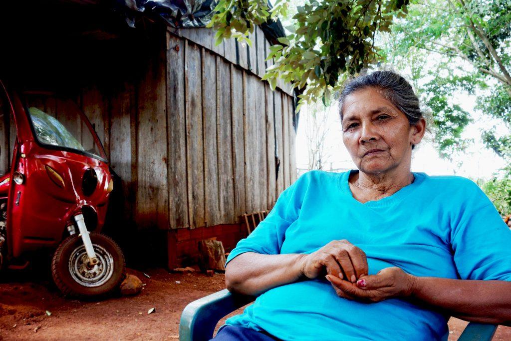 """Simeona Riquelme ser gärna ökat samarbete över generationsgränserna och lägger framtiden i ungdomarnas händer. Hon har bjudit in ungdomar i byn att arbeta tillsammans på hennes gård. """"Jag erbjuder dem att använda min mark för att praktisera agroekologi. Öva och genomföra projekt de har teoretisk kunskap i."""" Foto: Maja Heide"""